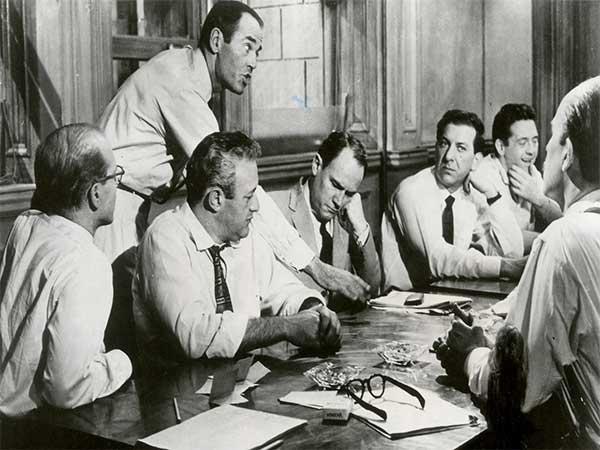 فیلم سینمایی 12 مرد خشمگین (1957) – نقد و معرفی به همراه تریلر